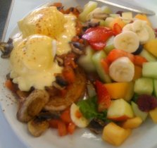 Eggs Benedict & Fruit
